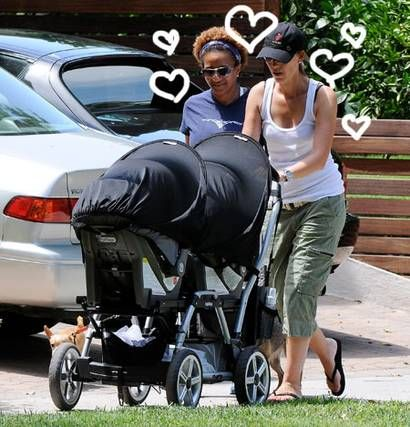 Image of talented comedian, Wanda Sykes and her wife, Alex Sykes