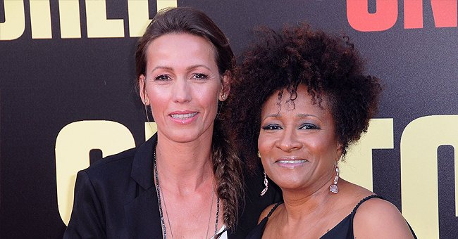 Image of popular comedian, Wanda Sykes and her wife, Alex Sykes