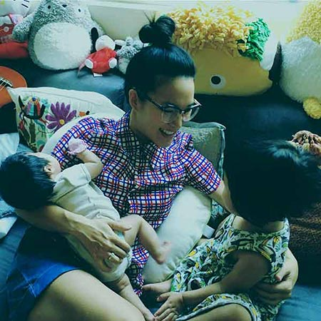 Image of famous comedian, Ali Wong with her kids