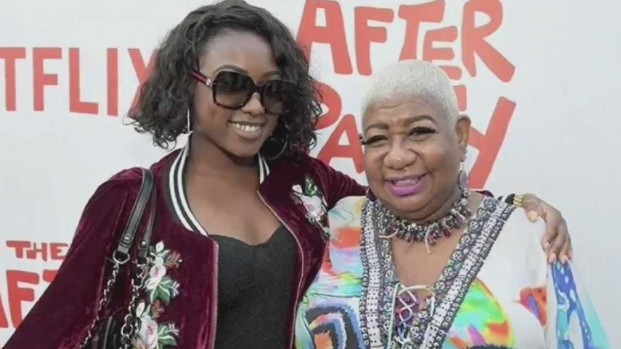 Image of comedian Luenell and her daughter